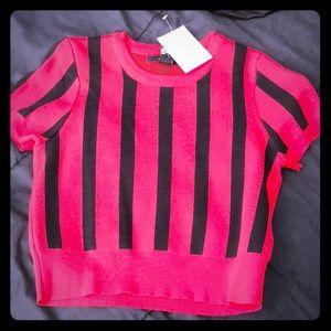 Sweater top/short sleeve shirt.